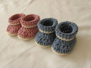 Very Easy Crochet Cuffed Baby Booties Tutorial – Roll Top Baby Shoes For Beginners